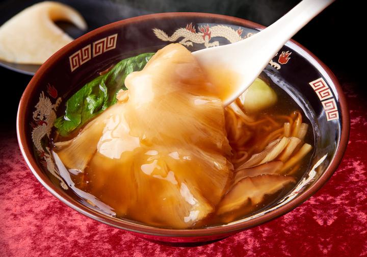 極上ふかひれ姿煮麺 大1,980円/中980円/小680円(税込)
